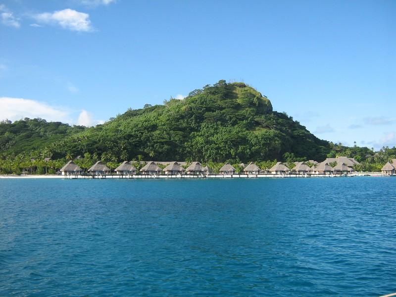 Hotel dans le lagon de Bora - tour en voilier