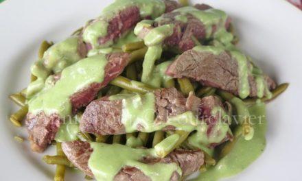 Entrecôte haricots verts, sauce ail-persil-coriandre