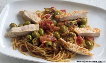 One pot pasta, porc et spaghetti, aux olives et anchois