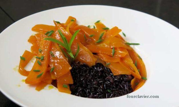 Riz venere aux tagliatelles de carottes, sauce à l'orange