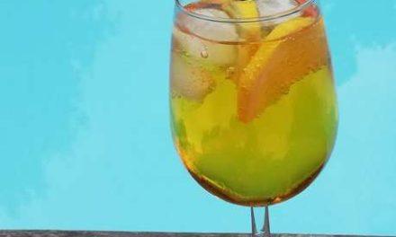 Saffron Collins, avec du Saffron Gin