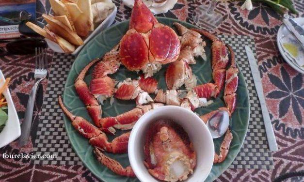 Le crabe de cocotier, ou kaveu, cru et cuit.